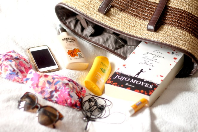 Are you going on a Beach holiday or is a trip to the seaside on the cards  this summer  All your Essentials are covered with Laura today  My first  guest. Beach Essentials With Laura   Guest Post   Polished Couture
